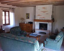 gite-la-grange-salon-cheminee-Dordogne