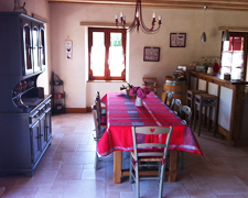 gite-la-grange-salon-table-Dordogne